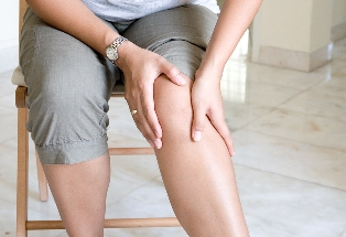 Woman with knee joint pain